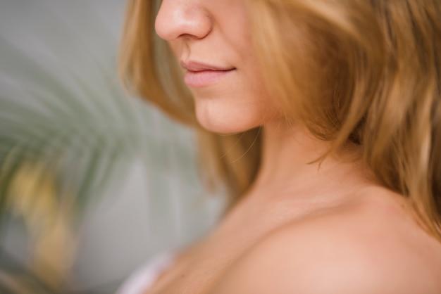 Boca da menina loira