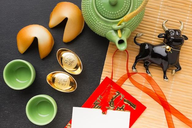 Boi chinês tradicional de ano novo e biscoitos da sorte
