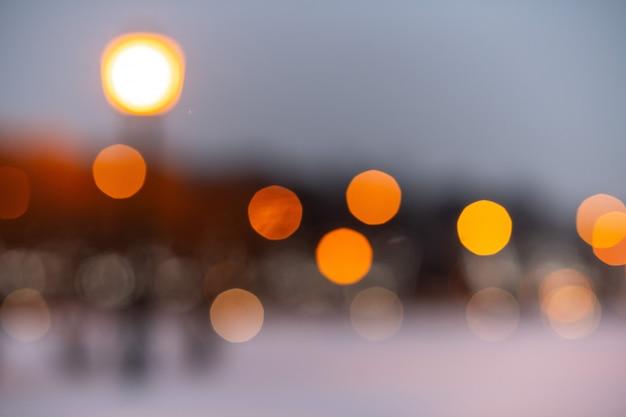 Bokeh amarelo turva luzes da rua