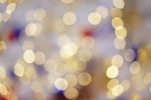 Bokeh borrado colorido e bonito do círculo, fora do fundo do foco no conceito e no tema de natal.