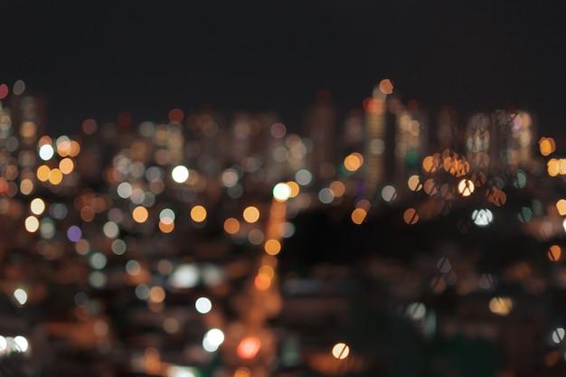 Bokeh borrado luzes coloridas da cidade