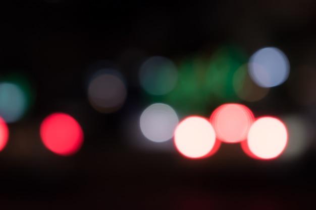 Bokeh das luzes do carro à noite