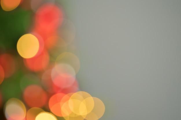Bokeh de luzes de natal com brilho dourado