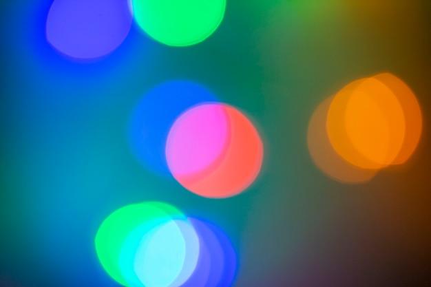 Bokeh desfocado luz de fundo brilho e luzes brilhantes na cidade à noite moderno lindo fundo brilhante