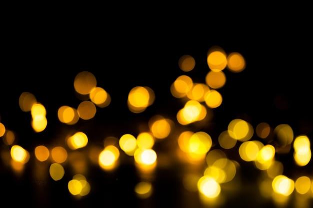 Bokeh dourado brilhante em fundo preto