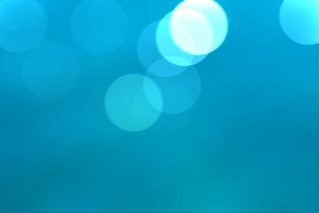 Bokeh lindo de água azul