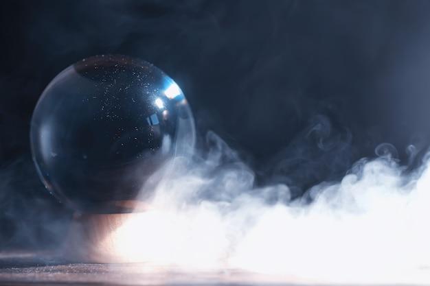 Bola de cristal para prever o destino. adivinhando para o futuro.