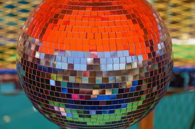Bola de discoteca captura cores diferentes, dança, música, travar, bola, discoteca, reflexos, brilho