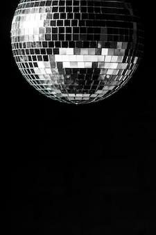 Bola de discoteca elegante com espaço de cópia