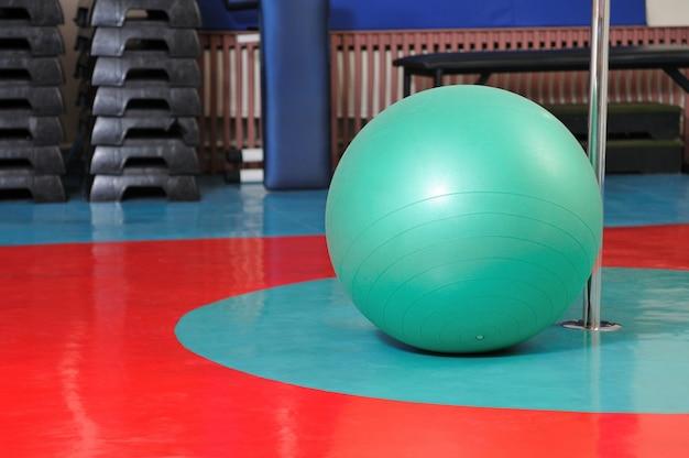 Bola de fitness e equipamento desportivo