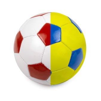 Bola de futebol colorida pela bandeira da polônia e da ucrânia