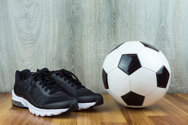 Bola de futebol e tênis
