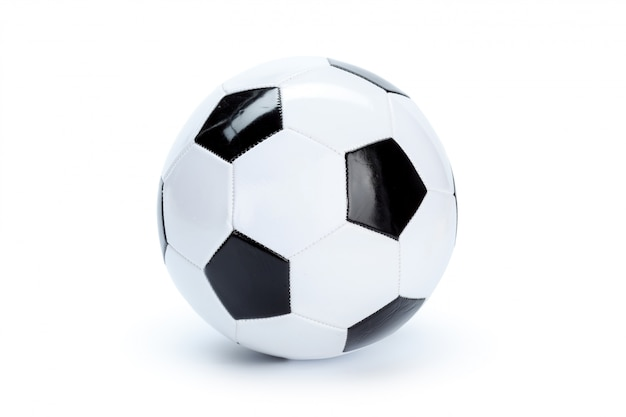 Bola de futebol isolada no branco