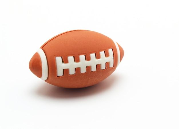 Bola de rugby no fundo branco
