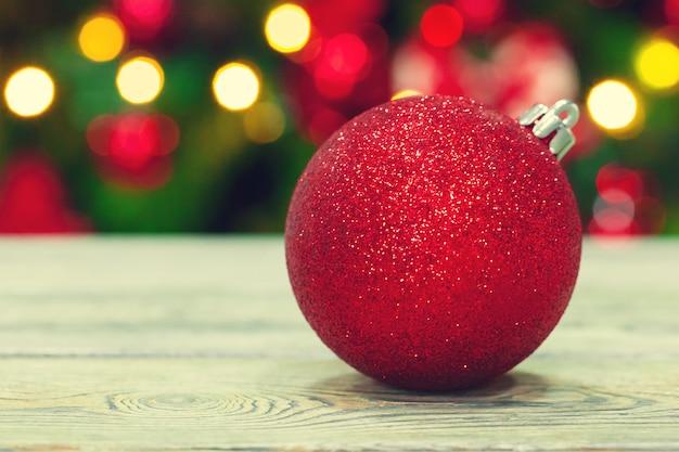 Bola de tempo de natal mesa de madeira