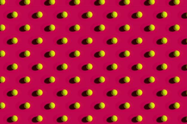 Bola de tênis com forte sombra rosa