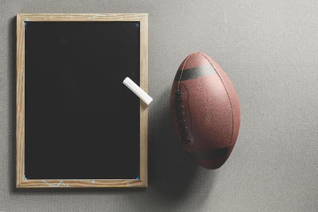 Bola e quadro-negro de futebol americano