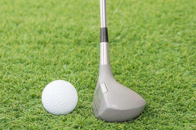 Bola golfe, e, taco golfe, ligado, grama verde