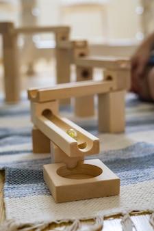 Bola metálica descida corrediça labirinto construtora brinquedo maria montessori materiais ecológicos