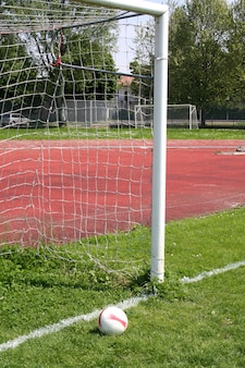 Bola na porta do futebol