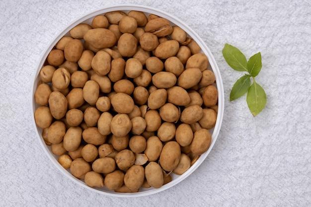 Bolacha, amendoim japonês ou amendoim ao estilo japonês, um lanche feito de amendoim que é coberto com uma massa de farinha de trigo e depois frito