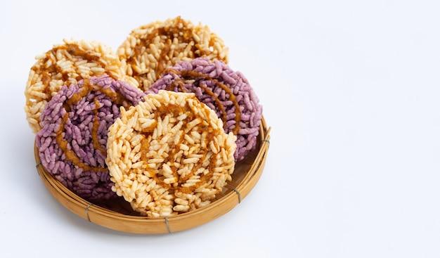 Bolacha de arroz com açúcar de coco branco