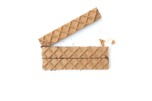 Bolachas com chocolate isoladas no fundo branco