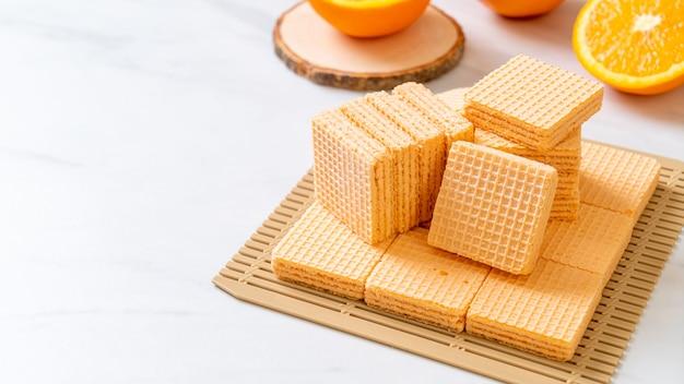 Bolachas com creme de laranja