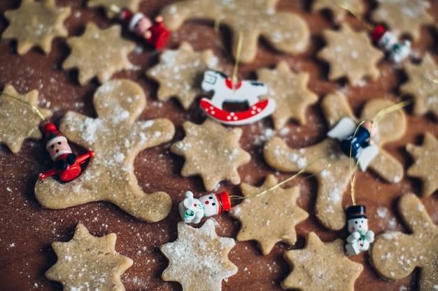 Bolachas de gengibre para decoração de natal