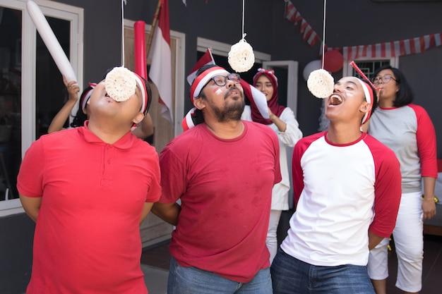 Bolachas indonésia comendo competição