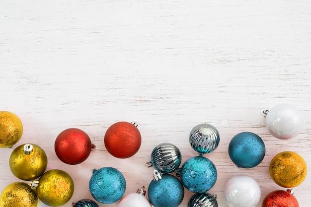 Bolas coloridas enfeite de natal