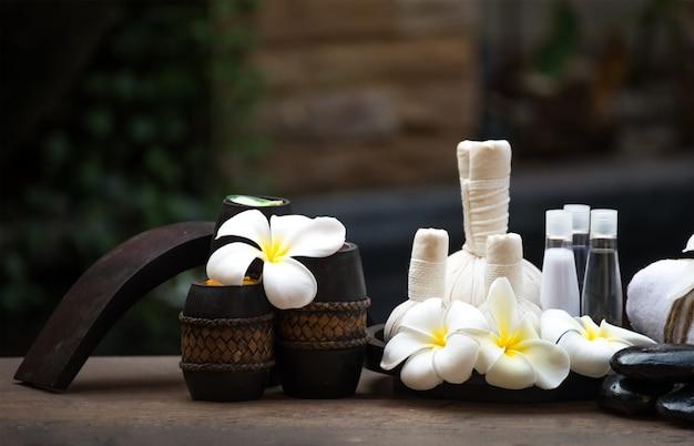 Bolas de compressa de massagem spa, bola herbal e tratamento spa, tailândia, selecione o foco