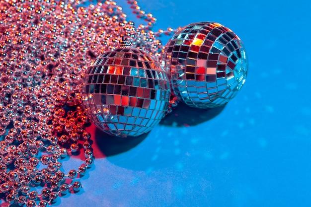 Bolas de festa de espelho colocar na mesa de perto