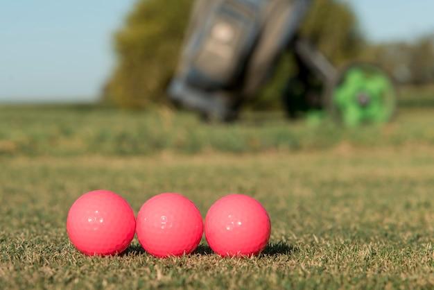 Bolas de golfe de baixo ângulo