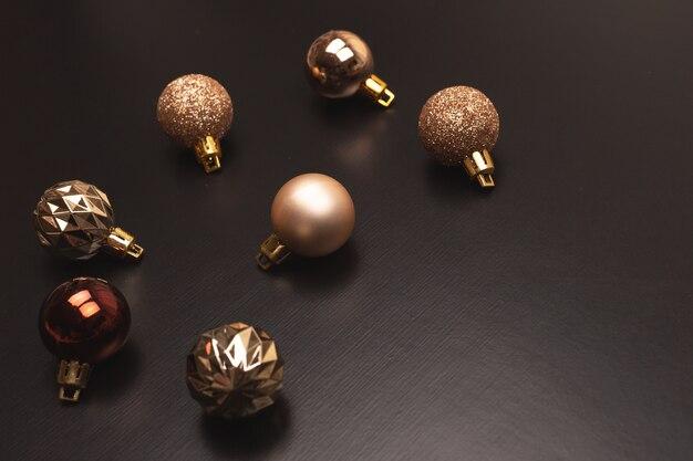 Bolas de natal de cor dourada