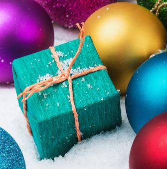 Bolas de natal e presentes