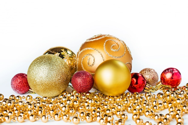 Bolas de natal ouro isoladas