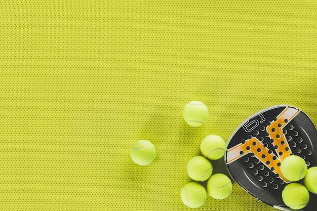 Bolas de tênis e raquete