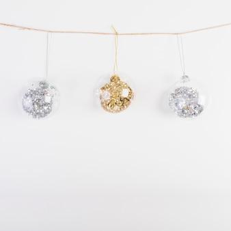 Bolas decorativas de natal na linha