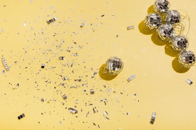 Bolas e glitter com espaço para texto