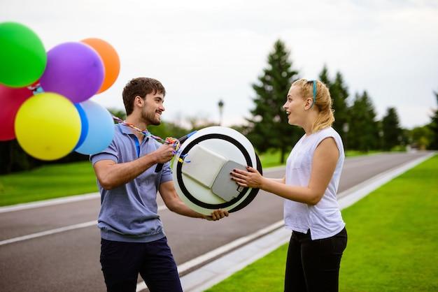 Bolas infláveis são anexadas ao gadget.