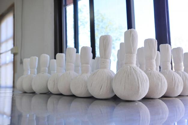 Bolas tailandesas da compressa da massagem dos termas, bola erval e termas do tratamento.