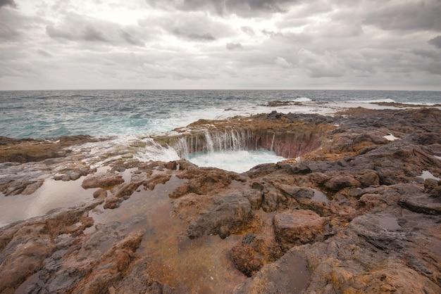Bolha, bufadero de la garita em telde, gran canaria, ilhas canárias, espanha.