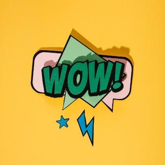 Bolha de discurso de estilo vintage pop art em fundo amarelo