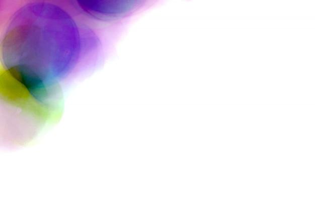 Bolhas borradas roxas, esfera de vidro no sumário com colorido no isolado