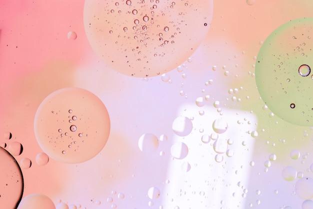 Bolhas cheias de gotículas de chuva