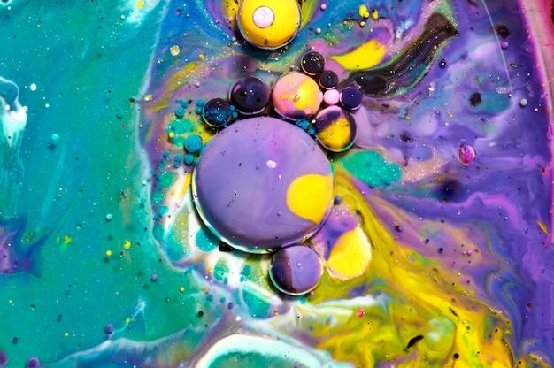 Bolhas de acrílico coloridas. modelo de design de tinta abstrata misturado com textura de fundo. cenário de cor líquida. padrão de papel de parede. cartaz de óleo. modelo de design. arte fluida