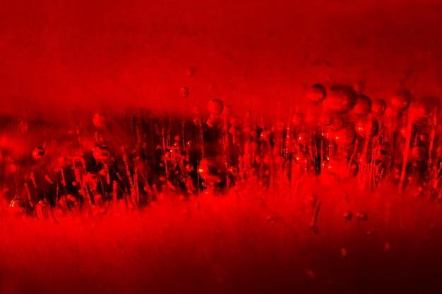 Bolhas de ar em gelo vermelho. fundo abstrato