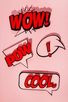 Bolhas do discurso em quadrinhos com emoções diferentes e texto