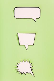 Bolhas do discurso vazio em quadrinhos retrô branco